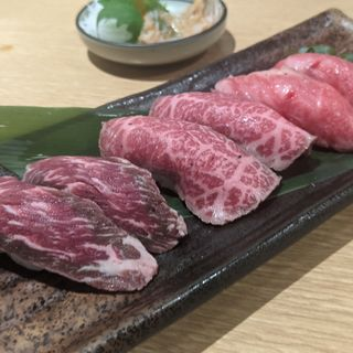 黒毛和牛の炙り寿司盛り合わせ六貫