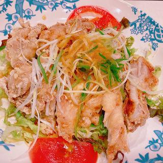 2種ソースで仕上げた大判油淋鶏 (バーミヤン 新宿西口大ガード店 )