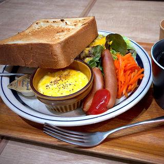 モーニングセット(トーストセット)(ハミングミールマーケット コーヒー&バー)