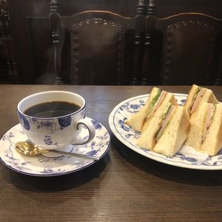 ハムトースト(500円)  ブレンドコーヒー(400円)