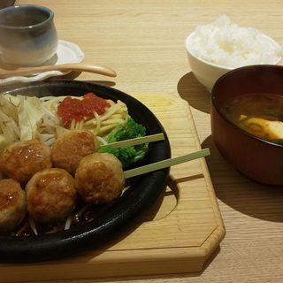 鶏つくね焼き+A定食(ぎんごんちゃん。食堂)