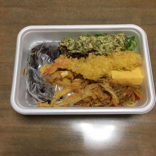 2種の天ぷらと定番おかずのうどん弁当