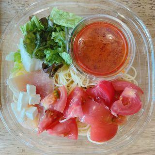 生ハムとチーズとトマトの冷製パスタ(セブン-イレブン 台東浅草橋3丁目店)