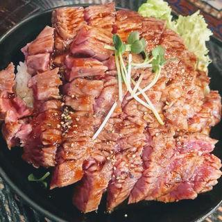 ステーキ丼(大)(レッドロック 高田馬場店)