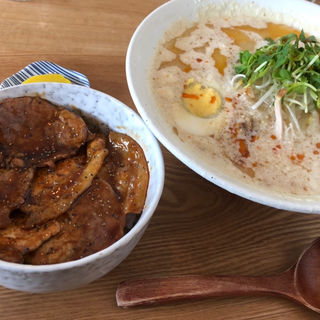 雪見ラーメンと豚丼(小)のセット