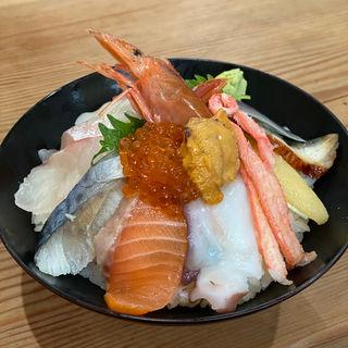 特上海鮮丼(市場食堂 駅前 中央市場店 (いちばしょくどう えきまえ))