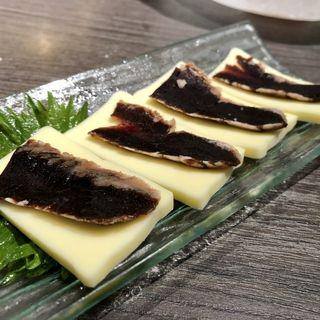 クジラの燻製とチーズ