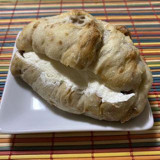 十勝産小麦のくるみパン 練乳クリーム