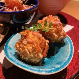 里芋と柿ピーの揚げ物