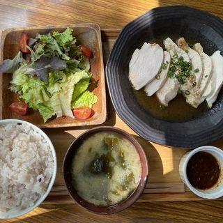 よだれ鶏(自家製ラー油)(AOBAYA)
