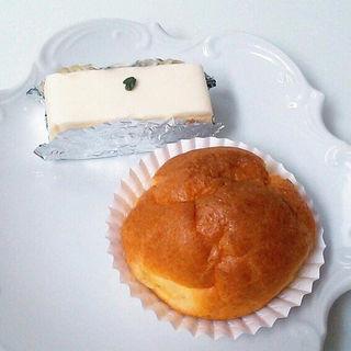 レアチーズケーキとシュークリーム