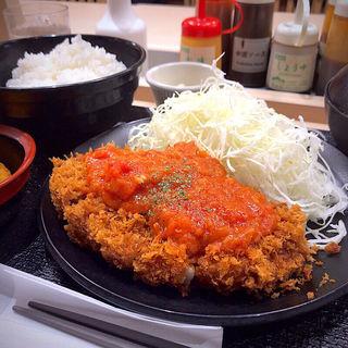 チーズトマト厚切りロースかつ定食+コロッケ1個(松乃家 仙台中央店 )