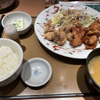 特せせりと鶏もものから揚げ定食