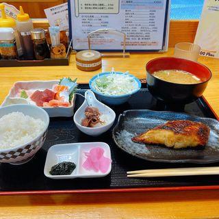日替わりランチ(焼き魚と刺身4点)