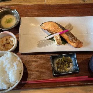 銀鮭の西京焼き定食