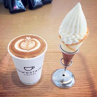 ラテ(ダウンステアーズコーヒー (DOWNSTAIRS COFFEE))