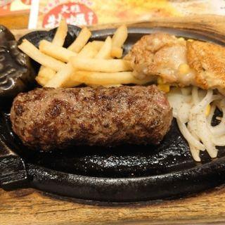 炭焼き超粗挽きビーフハンバーグとチキンステーキランチ
