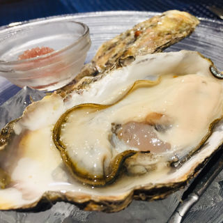 北海道厚岸産生牡蠣 w/エシャロットと赤ワインのフレッシュなソースのアミューズ