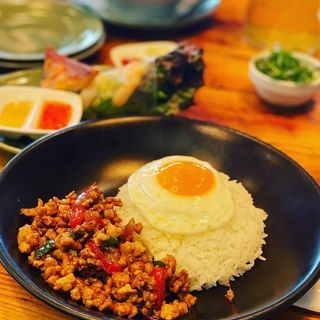 Monsoon Lunch Set(鶏肉ガパオ炒めご飯)