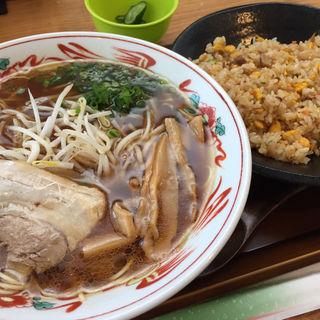 がっつりセット(醤油ラーメン、チャーハン)(麺屋ん 夜市店)