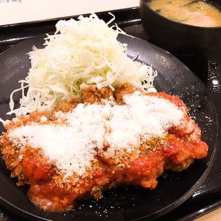 チーズトマロースカツ定食