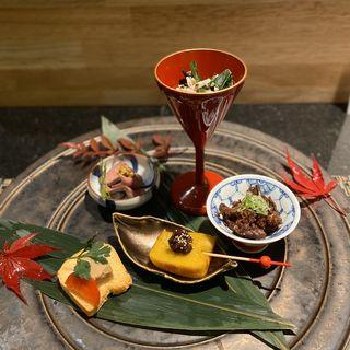 肉八寸 松阪牛ハツ粒マスタード、肉みそ粟麩田楽、松阪牛しぐれ煮、鶏笹身と法蓮草お浸し、フォアグラテリーヌ