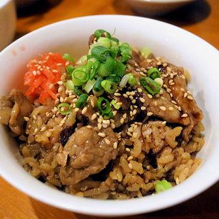 舞茸と牛すじの炊込みご飯(ゾウとチャッカまん)