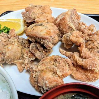唐揚げ定食(雛どり (ひなどり))