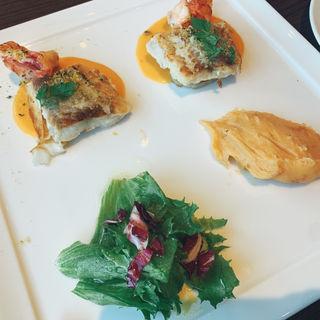 北海道産真鱈と ブラックタイガーのグリル オマール海老のマッシュポテトと 雲丹ソース(ベーカリーレストラン サンマルク)