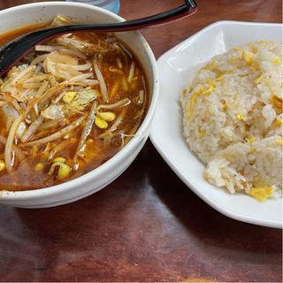 かにチャーハンとハーフ辛唐麺(まぐろラーメン大門)