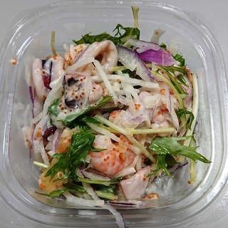 たっぷり海の幸の美味サラダ