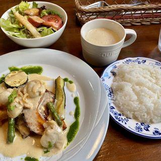 鯛と魚すり身の重ね焼きミニホタテソース