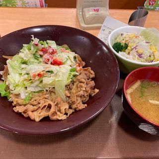 シーザーサラダ牛丼中盛りサラダ味噌汁セット
