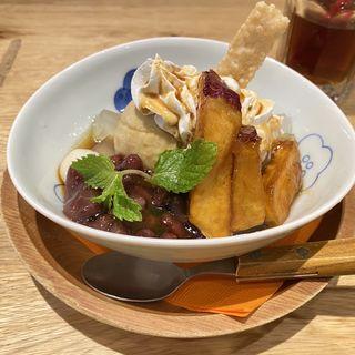ほうじ茶アイスと大学芋のあんみつ(おぼん de ごはん ヨドバシAkiba店 (オボン デ ゴハン))
