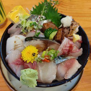 伊勢湾天然鮮魚丼