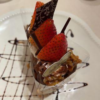 季節のイチゴと生チョコレートのタルト