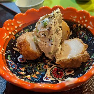 枝豆ブルーチーズ、里芋唐揚げ(食堂とだか)