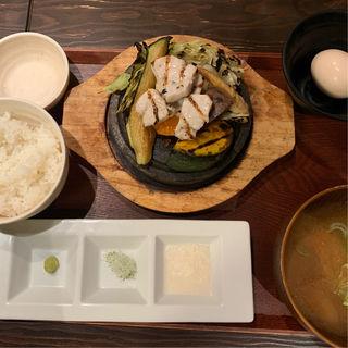 カジキマグロと野菜の石焼き定食