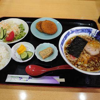 ランチセット(半醤油ラーメン+黒毛和牛メンチ・カニクリームコロッケ)