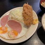 串カツ・ハムエッグ定食