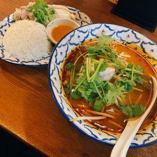 トムヤムラーメン&タイのチキンライスセット