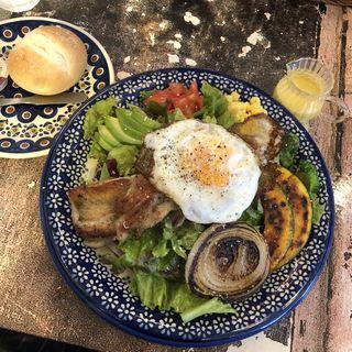 グリルチキンと彩り野菜のサラダランチ(友安製作所カフェ )