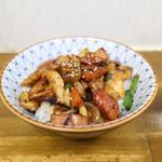 チョリソー鶏モモ焼肉丼