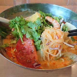 盛岡冷麺 トムヤムスープ仕立て