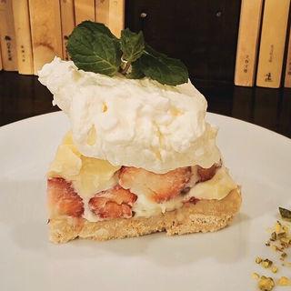 苺とホワイトチョコのマウンテンケーキ(青山文庫)