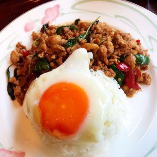 鶏肉のバジル炒めライス(ガパオ)(ジャスミンタイ 六本木店 (JASMINE THAI))