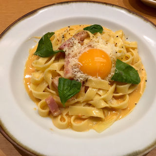 グリルベーコンとパルメザンチーズのトマトカルボナーラ