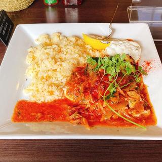 コリオス(サバ)トマト煮込みバターライス