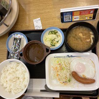 ソーセージエッグ定食カレー