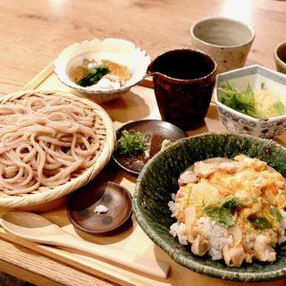 青セット(親子丼・小鉢2種・自家製粉粗挽きうどん)(青空blue (アオゾラブルー))